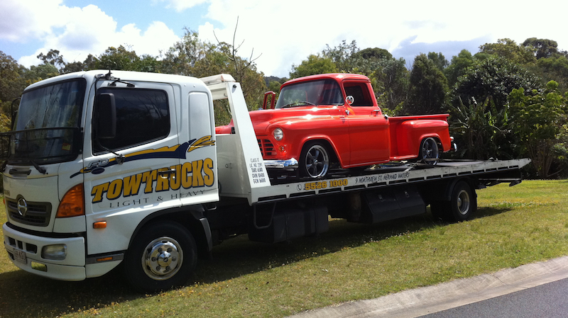 Gold Coast Towing with an old car